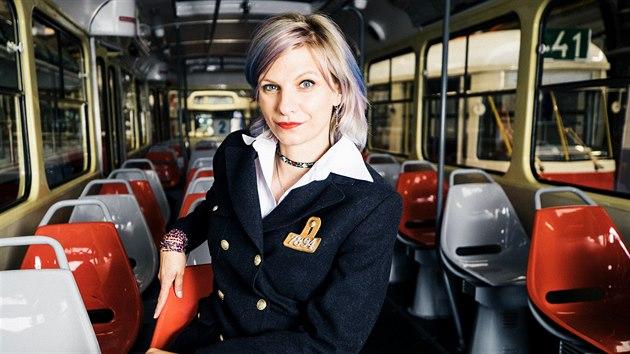 """""""Mám svoje oblíbené vozy,"""" říká k různým typům tramvají řidička. (5. srpna 2020)"""
