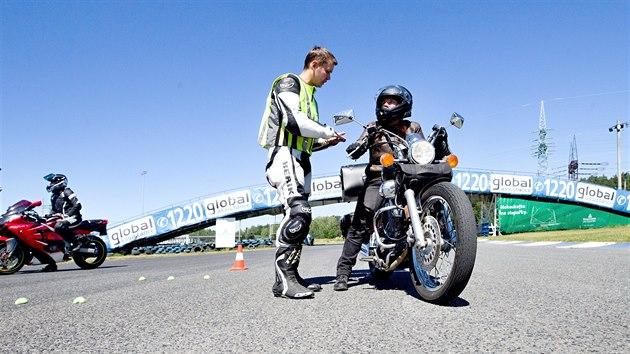 Zdokonalovací kurz jízdy na motorce na okruhu Sosnová