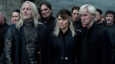 Jason Isaacs, Helen McCrory a Tom Felton ve filmu Harry Potter a Relikvie smrti...