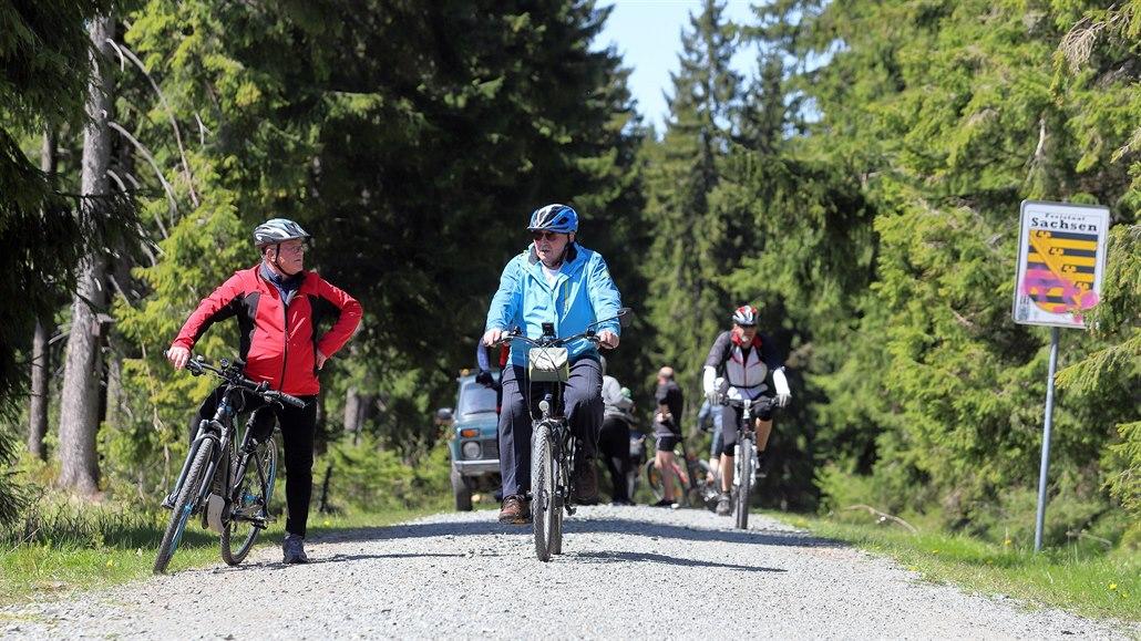 Koronavirus přivádí více turistů do Krušných hor. Cítí se tu bezpečně