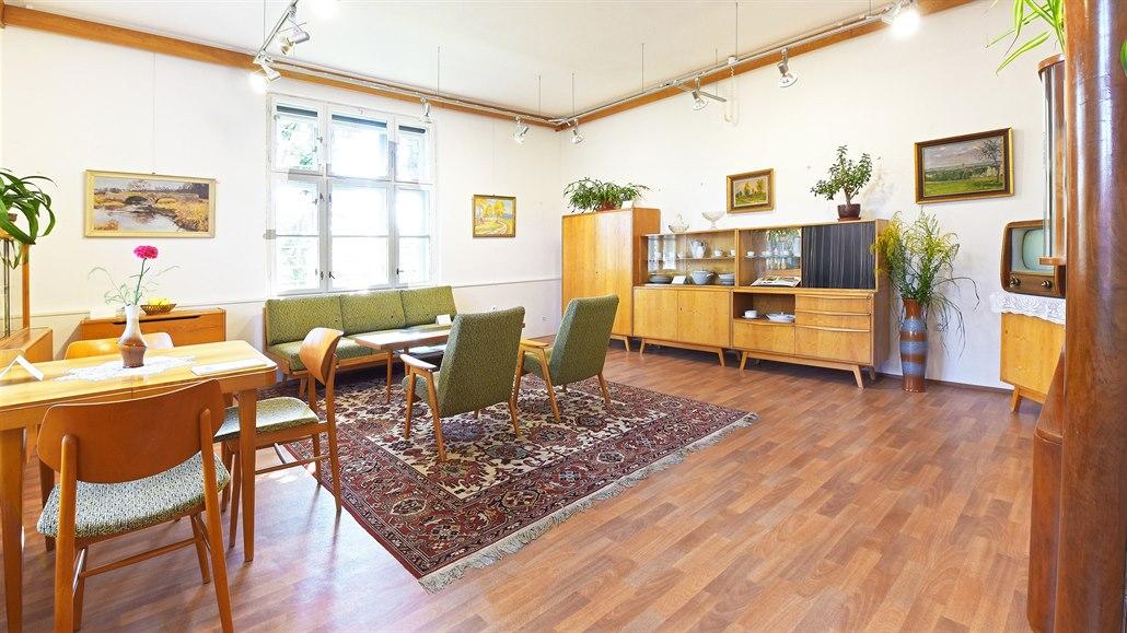 Slavný nábytek z Jitony byl pohodlný, barevný a ladný. Podívejte se