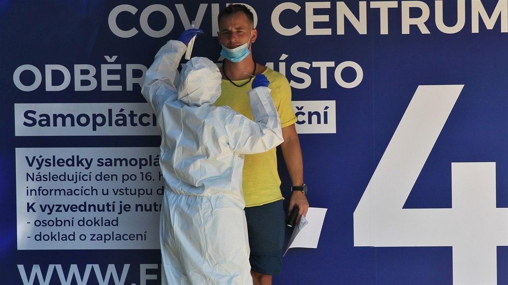 Covid centrum v ostravské nemocnici zvládne až tisíc vzorků denně