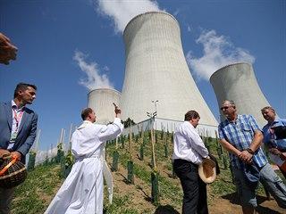 Kněz Petr Václavek připomněl před žehnáním biblickou pasáž o správcích vinice....