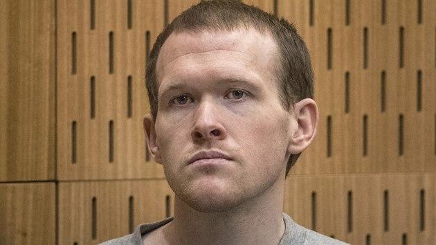 Brenton Tarrant, který v mešitách zabil 51 lidí, u soudu v novozélandském Christchurchi. (27. srpna 2020)