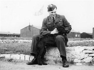 Vilém Jakš v uniformě RAF