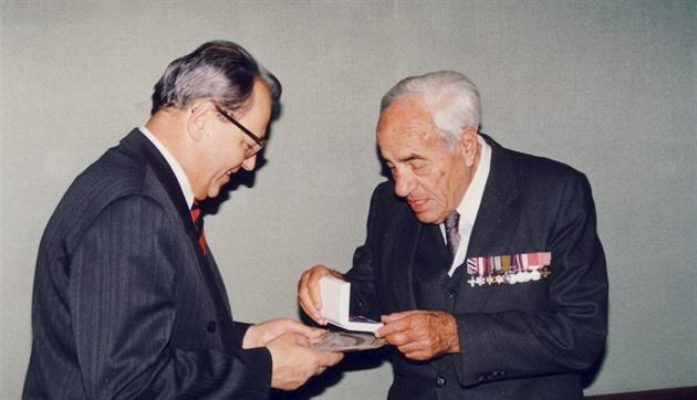 Koktající advokát navigátorem. Gellner se stal legendou RAF i RCAF
