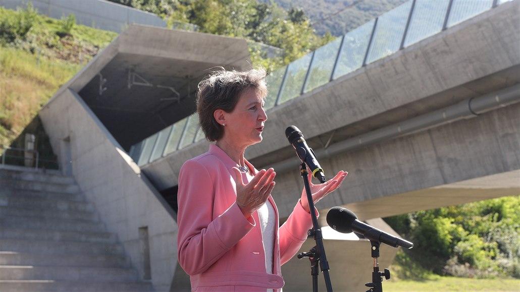 Slavnostního otevření Cenerského úpatního tunelu se zúčastnila i švýcarská...