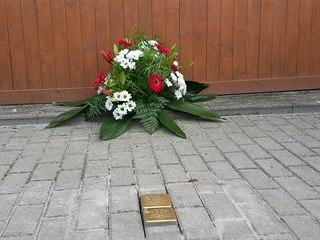 Kameny zmizelých v Ostrově připomínají dva členy tamní rodiny Löwensteinů.