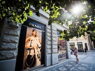 Pařížská ulice v centru Prahy je kvůli druhé vlně koronaviru opět prázdná. (16....