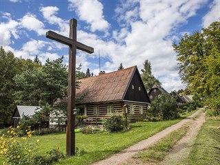 Liščí vrch: Klasické roubené chalupy s opečovávanými zahrádkami a dřevěnými...
