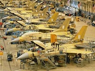 Na výrobní lince vznikají oba základní typy letounů zároveň, jak jednomístné,...