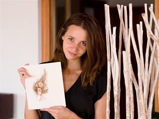 Pavla Šebková s jednou ze svých ilustrací.