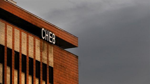 Budova chebského nádraží pochází ze 60. let a je památkově chráněná.