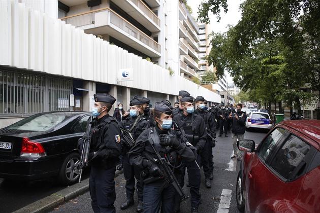 U redakce Charlie Hebdo byli napadeni dva lidé, policie zadržela sedm lidí