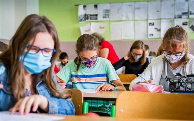 Ve škole na Děčínsku poslali hygienici kvůli covidu do karantény přes 70 lidí