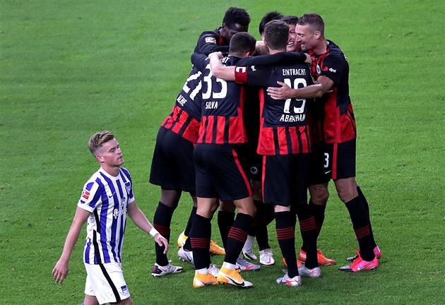 Hertha doma podlehla Frankfurtu, Darida o poločase střídal