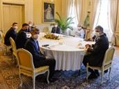 V lánském zámku se sešli nejvyšší ústavní činitelé k jednání o zahraniční...