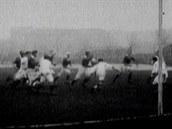 NFL se hraje už 100 let. První zápas skončil jednoznačně, 48:0