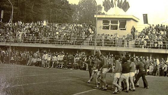 Historicky nejvyšší návštěva na národní házené v Žeravicích byla 2 100 diváků...