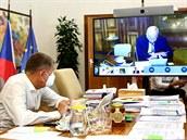 Premiér Andrej Babiš a ministr zdravotnictví Roman Prymula ve čtvrtek při...
