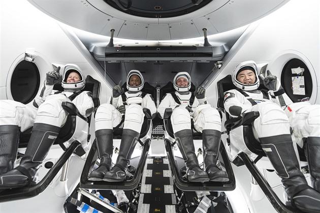 Spojené státy se vracejí k pravidelné dopravě lidí do vesmíru