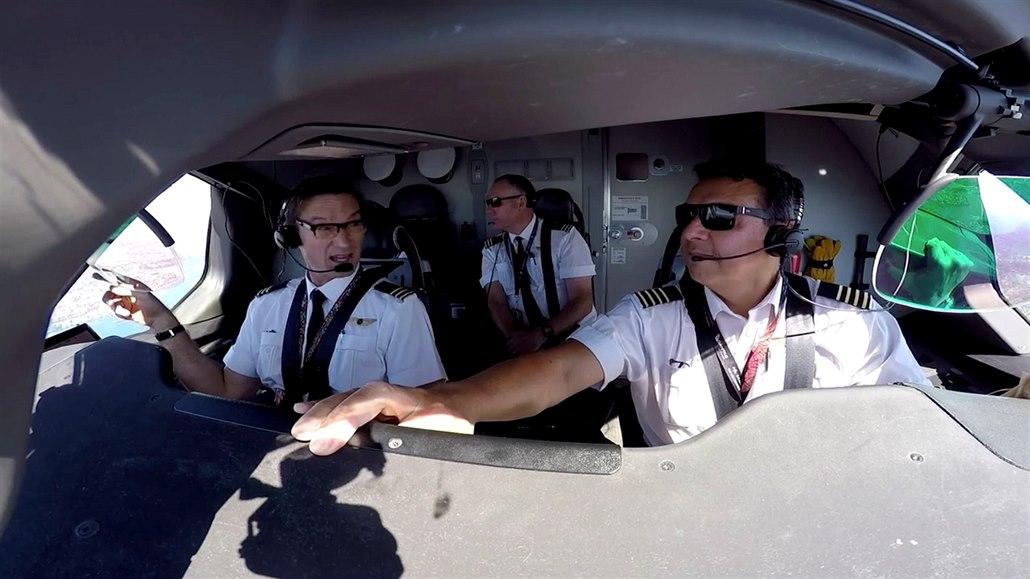 Zájem o cestování roste, aeroliniím ale chybí piloti. Ty nové nestíhají školit