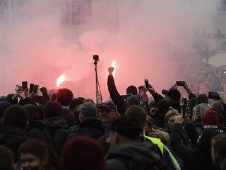 Staroměstské náměstí na konci demonstrace proti koronavirovým opatřením zahalil...