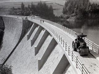 Poslední práce před dokončením přehrady v roce 1938