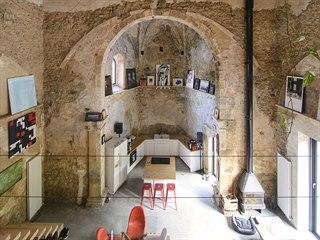 Bydlení v městečku Sopuerta na severu Španělska je skutečně výjimečné. Oltářem...