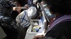 Vězněná Filipínka přišla o tříměsíční dceru, na pohřeb směla v poutech
