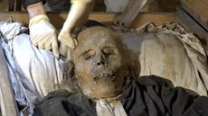 Byli jsme u čištění tři sta let starých mumií