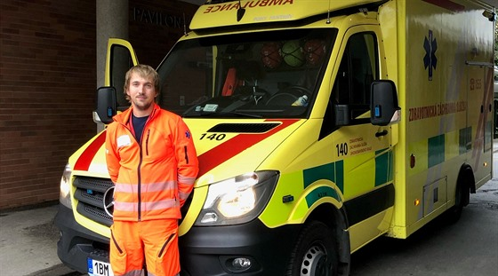 Lukáši Skřejpkovi je 29 let a u záchranky pracuje už sedmým rokem.