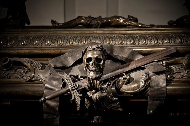 Permanentky a klobáska u hrobů. Funerální turistika ve Vídni umí žít