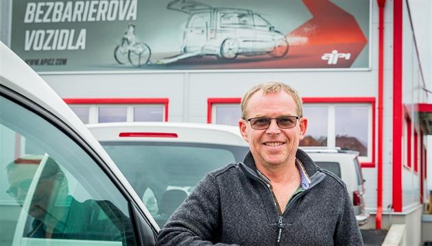Miroslav Bartoš řídí firmu, která předělává auta pro handicapované.