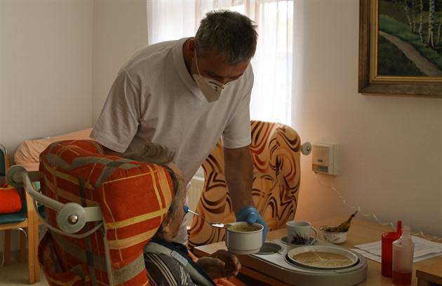 Vojáci pomáhají ve dvou strakonických domovech pro seniory.