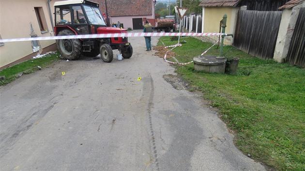 Muže na Brněnsku při opravě zajelo kolo traktoru, je vážně zraněný