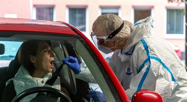 Přírůstek v Česku přesáhl dosavadní maxima, v pátek přibylo 15 252 nakažených