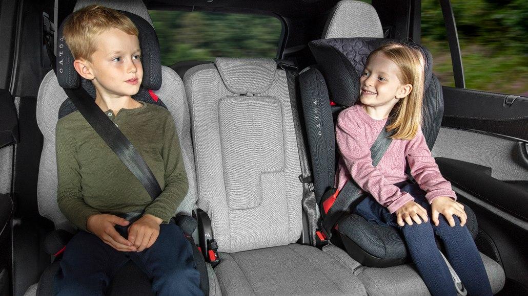 Třeskuté mrazy pominuly, svlékněte dětem v autosedačkách bundy