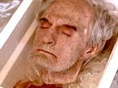 Learyho se bál i Nixon, po smrti mu odřízli hlavu a zmrazili ji