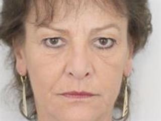 Policie pátrá po pohřešované šedesátileté ženě.