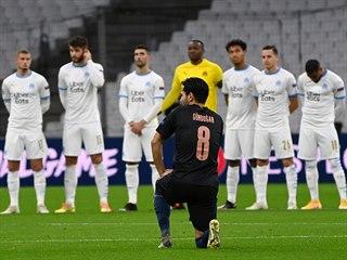 Fotbalisté Marseille před zápasem proti Manchesteru City v Lize mistrů...