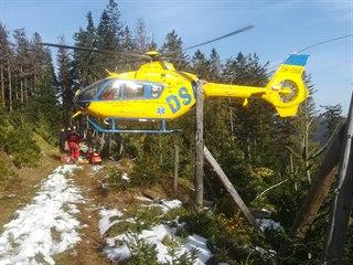 Policejní hlídky téměř tři dny pročesávaly lesy pod Králickým Sněžníkem, kam se...