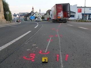Z nákladního auta upadla v Lanškrouně dvě kola.