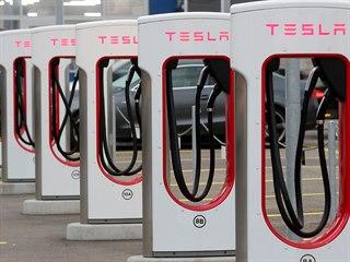 Nabíjecí stanice společnosti Tesla ve švýcarském městě Dietikon (21. října 2020)