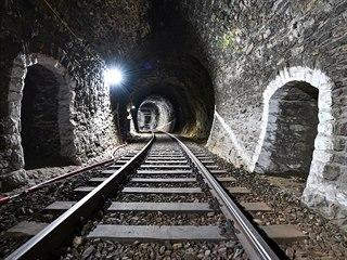Součástí modernizace železniční trati 212 je také oprava Podhradského tunelu. V...