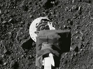 Odběr vzorků sondou OSIRIS-REx z asteroidu Bennu