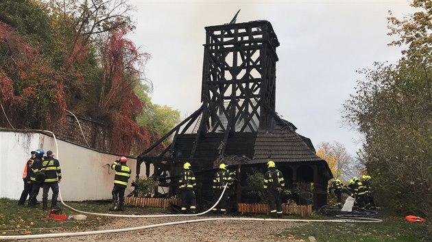 V Kinského zahradách hořel kostel sv. Michala. (28. října 2020)