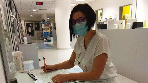 Zdravotní sestra z anesteziologicko resuscitaèní kliniky Hana Žemlová z...