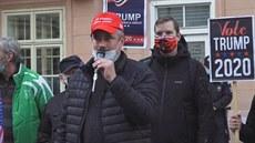 Happening SPD podpořil před ambasádou USA znovuzvolení Trumpa