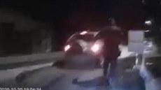 Policisté si počíhali na zloděje. Než se vzpamatoval, koukal do hlavně pistole